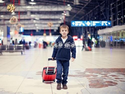 Супровід дитини в Аеропорту, дитина в Аеропорту